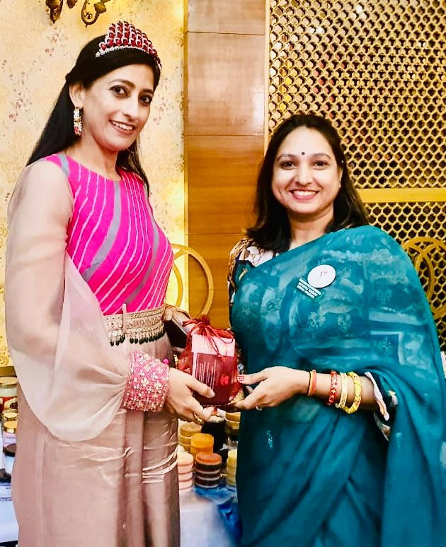 MeRna's founder Madhu is with Dr. Vatsana Kasana Mrs.Asia Pacific 2019